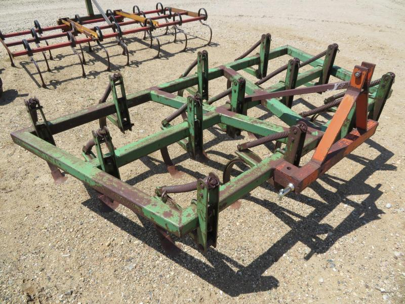 John Deere 7.5' 3 Point Field Cultivator