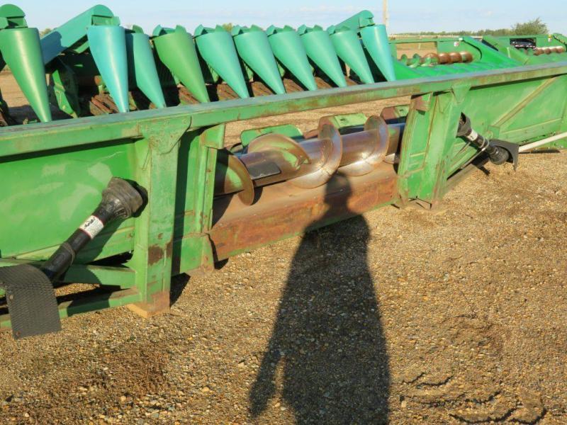 Used John Deere 844 8W Corn head