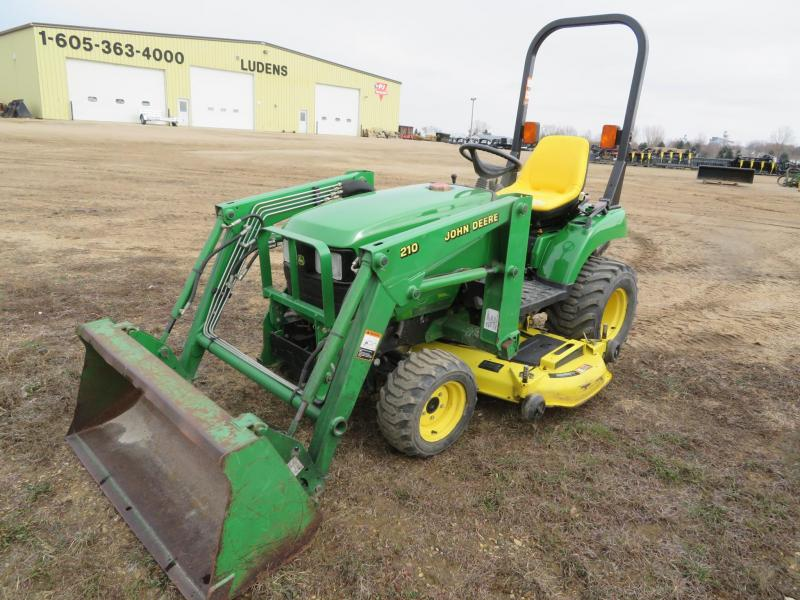 Used John Deere 2210 Compact Loader Tractor
