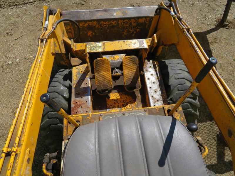 1975 International 3200 B Skid Steer