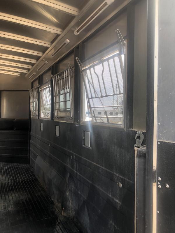 2011 Logan Coach STS 4H GN Horse Trailer