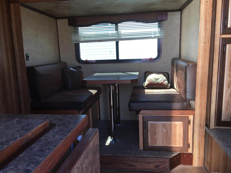 2011 TRAILS WELL 3H LQ W/ SLIDE AND MID TACK CLASSIC Horse Trailer