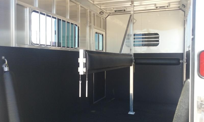 2017 Frontier AMBASSADOR WARMBLOOD 67 SERIES Horse Trailer