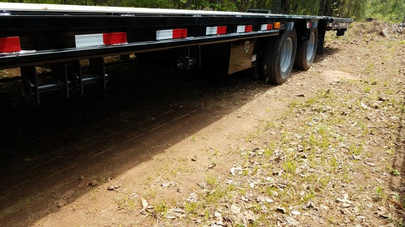 2019 PJ Trailers LY34 Equipment Trailer