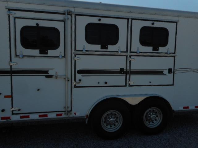 2005 Sundowner 8310 3H Horse Trailer
