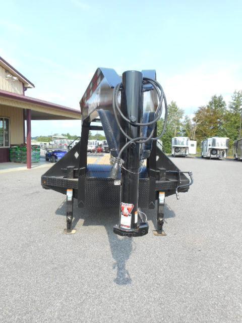 2019 Diamond C  32' GN Hydraulic Dovetail Equipment Trailer