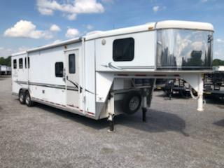 2005 Bison 8310 Alumasport 3H Horse Trailer in Ashburn, VA
