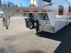 2014 Bison Trailers 5H- TRAIL EXPRESS Horse Trailer