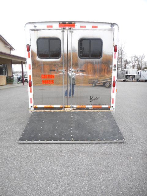 2005 Bison  8314 Horse Trailer