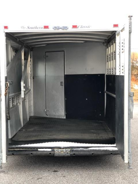 2002 Southern Classic 3H GN Horse Trailer