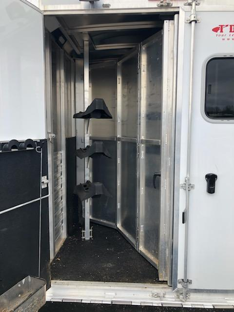 2014 Exiss Trailers 76310 Horse Trailer