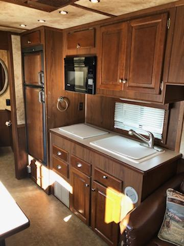 2006 Sundowner 8016 Signature Series Horse Trailer