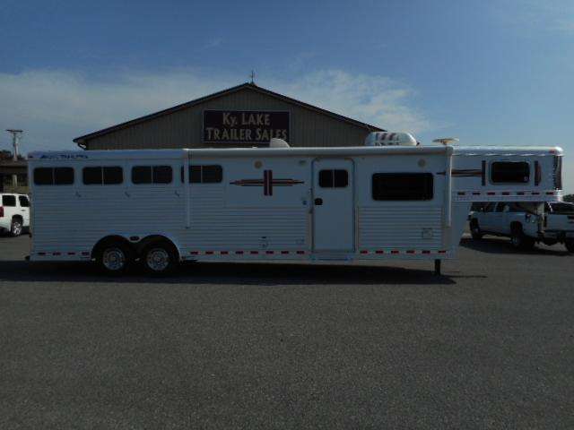 2006 Elite 8411 GN Horse Trailer in Ashburn, VA