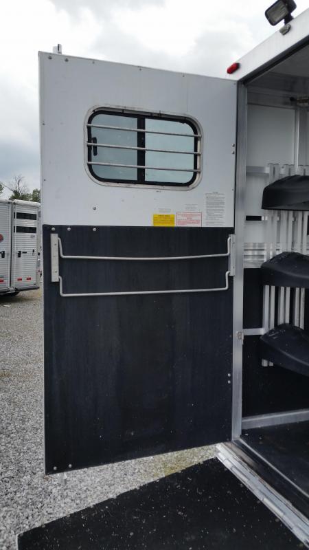 2000 Sundowner  8308 Horse Trailer