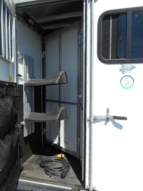 2012 Sundowner Sportman 2H GN Horse Trailer