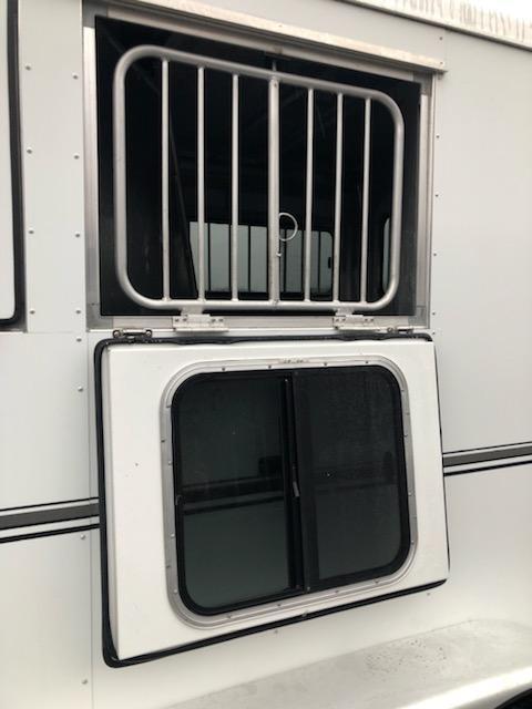 2011 Sundowner  2H GN Horse Trailer