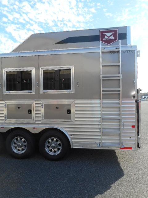 2018 Merhow 8416 RK-S Dual Aisle Horse Trailer