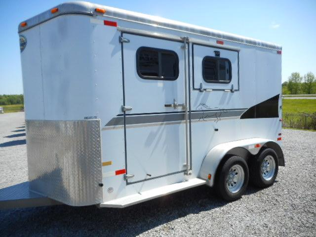 2003 Sundowner 2H BP Horse Trailer