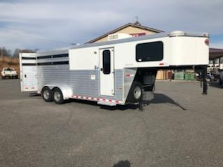 2014 Sundowner  3H Horse Trailer