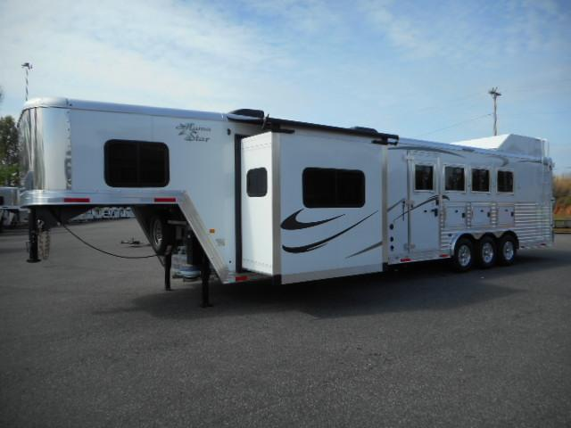 2017 Merhow  8412 Side Load Horse Trailer