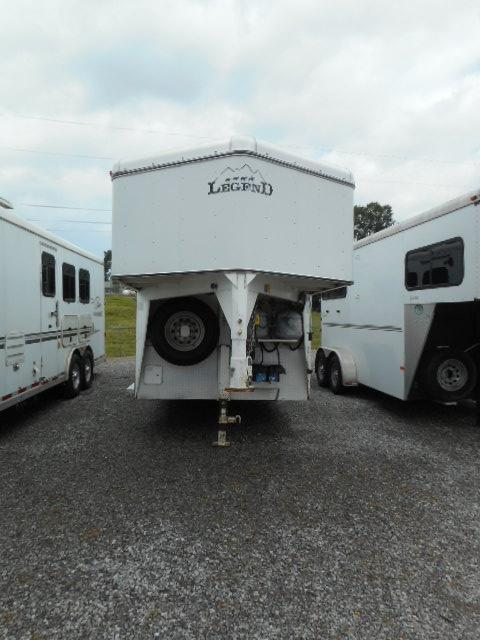 2005 Legend  3H Horse Trailer in Ashburn, VA