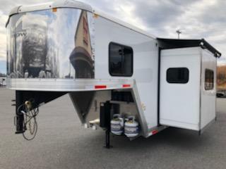 2019 Merhow Trailers 7311- RK-S Horse Trailer
