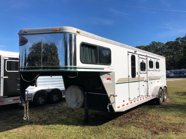2004 Sundowner Trailers 3 horse w/ daytime package Horse Trailer