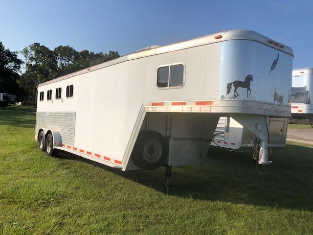 1998 Featherlite 4 horse w/ dressing room and a/c Horse Trailer
