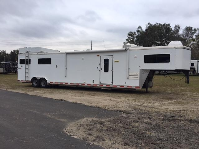 2006 Shadow Trailers 8 wide 4 horse w/12lq & slide Horse Trailer