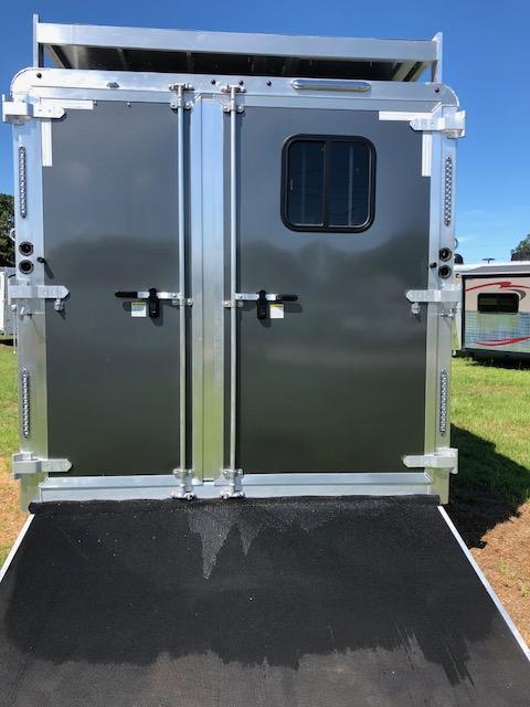 2018 Merhow Trailers 8 wide 3 horse w/14' lq slide &pod Horse Trailer