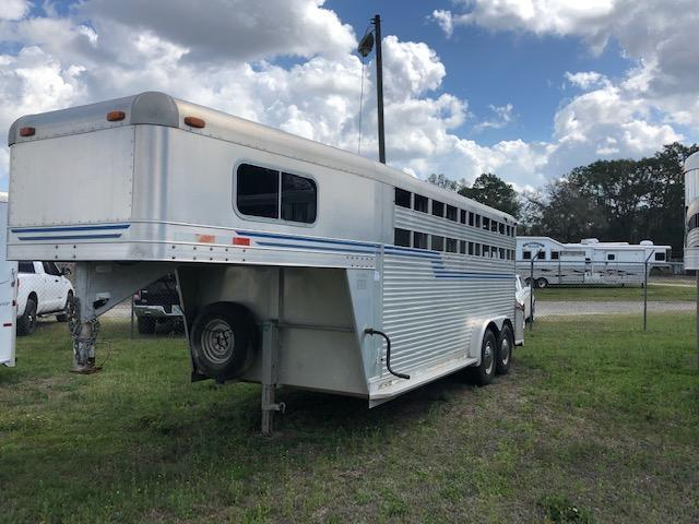1998 4-Star Trailers 4 horse slant with dressing room Horse Trailer