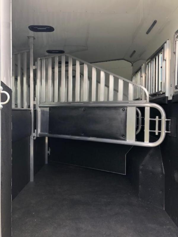 2020 Merhow Trailers 8 wide 3 horse w/18lq superslide Horse Trailer