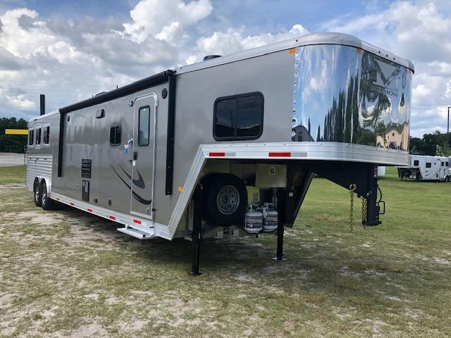 2019 Merhow Trailers 8 wide 3 horse w/18lq superslide Horse Trailer