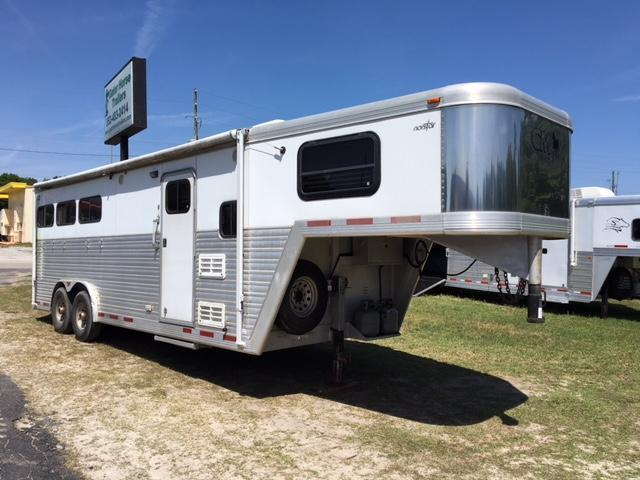 2004 CM 8 wide 3 horse w/ 8' lq Horse Trailer in Ashburn, VA