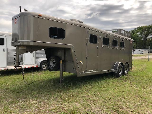 2002 Hart Trailers 3 horse with a/c and rear ramp Horse Trailer