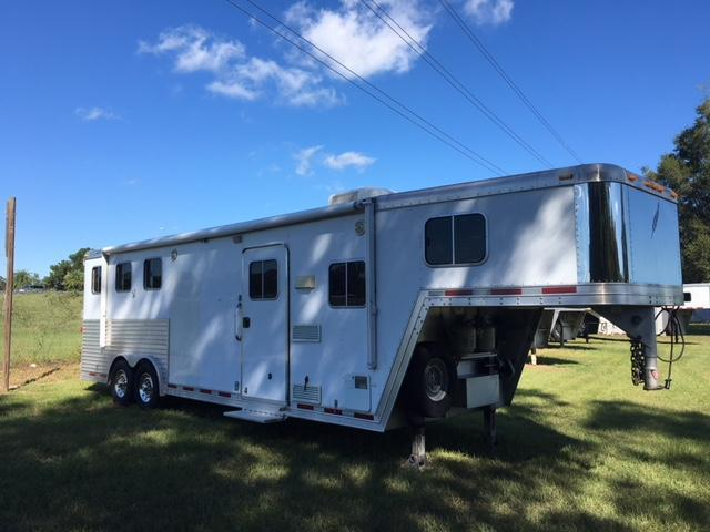 2006 Featherlite 8 wide 3 horse w/9' lq Horse Trailer