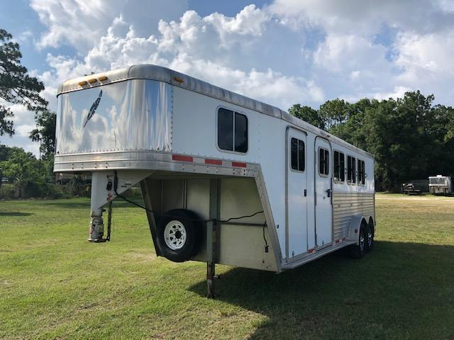 2004 Featherlite 4 horse w/dressing room Horse Trailer