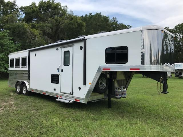 2018 Merhow Trailers 8 wide 3 horse w/11'lq Horse Trailer