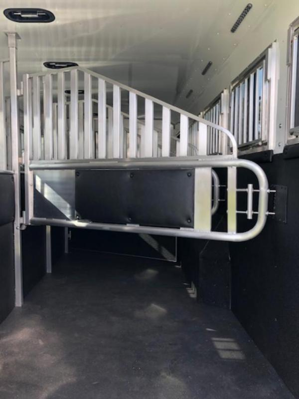 2020 Merhow Trailers 8' wide 4 horse w/side ramp and 17' lq Horse Trailer