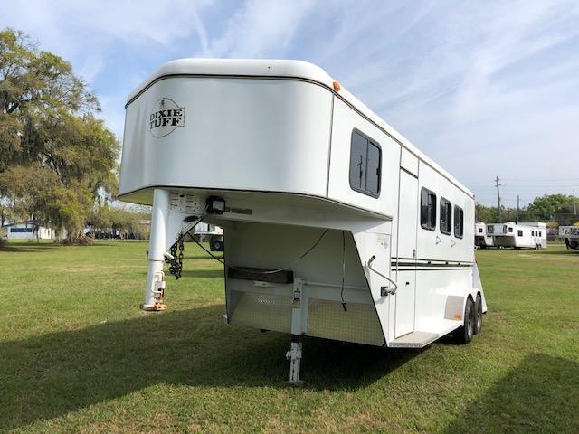 2012 Bee Trailers 3 horse gooseneck w/dr Horse Trailer
