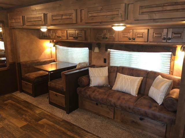 2014 Sooner 8' wide 3 horse w/19'lq & side ramp Horse Trailer