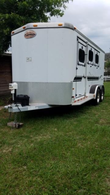 2000 Sundowner Trailers 3 horse w/ rear ramp elec jack Horse Trailer