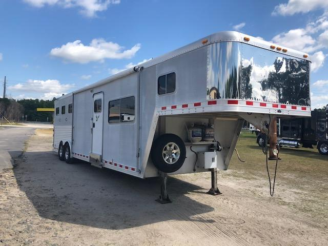 2000 Featherlite 8 wide 3 horse w/14lq Horse Trailer in Ashburn, VA