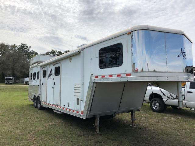 2004 Kiefer Built 8 wide 3 horse w/11 lq&midtack Horse Trailer in Ashburn, VA