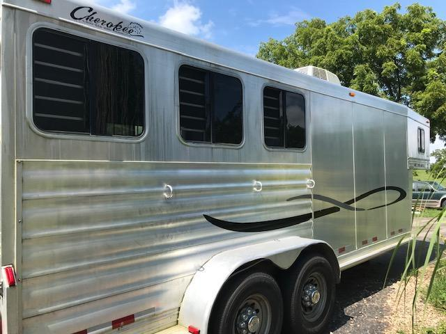 2005 Cherokee 3 horse w/ dressing room & a/c Horse Trailer