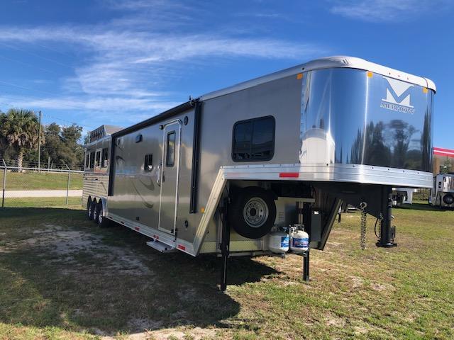 2018 Merhow Trailers 8 wide 4 horse w/17'lq Horse Trailer