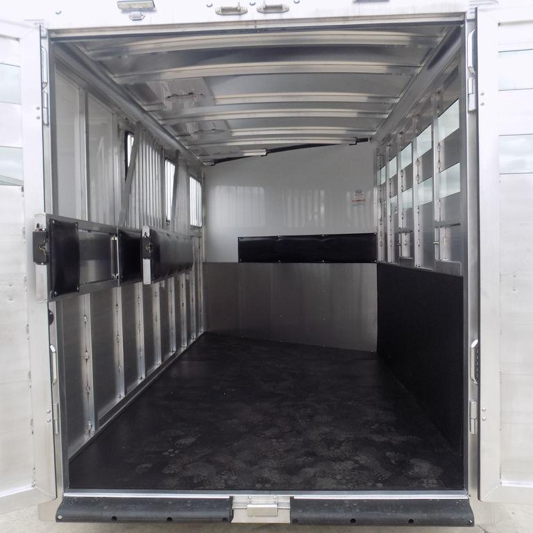 New Sundowner Super Sport 3 Horse Slant Load Trailer