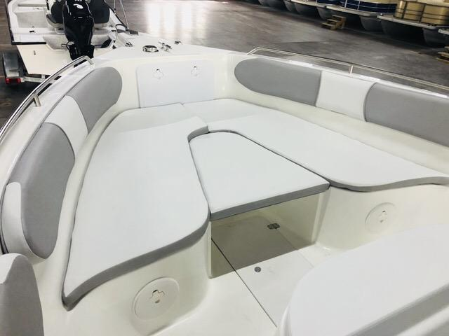 2018 Caravelle Boat Group Key Largo 2486WI