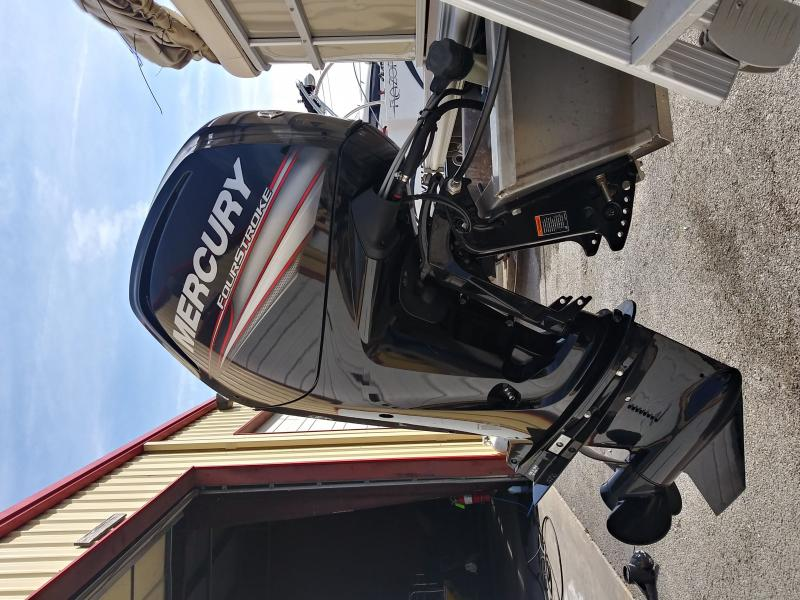 2016 Smoker Craft, Inc. Sunchaser 8520 CRS RE