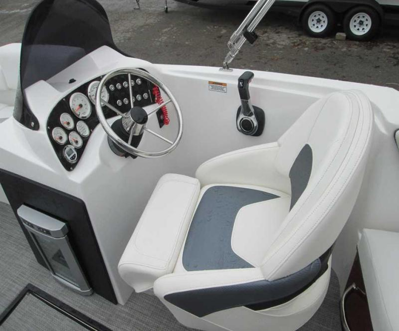 2019 Caravelle Boat Group Razor 219UU LTD